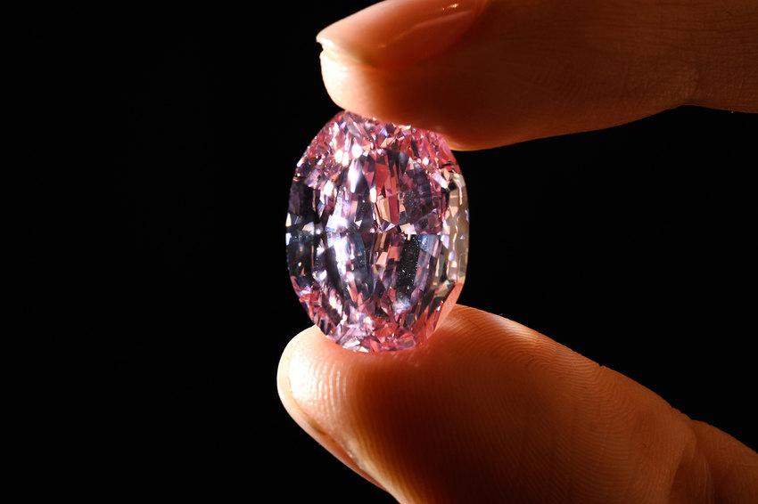 «Дух розы» – самый большой розовый бриллиант вмире