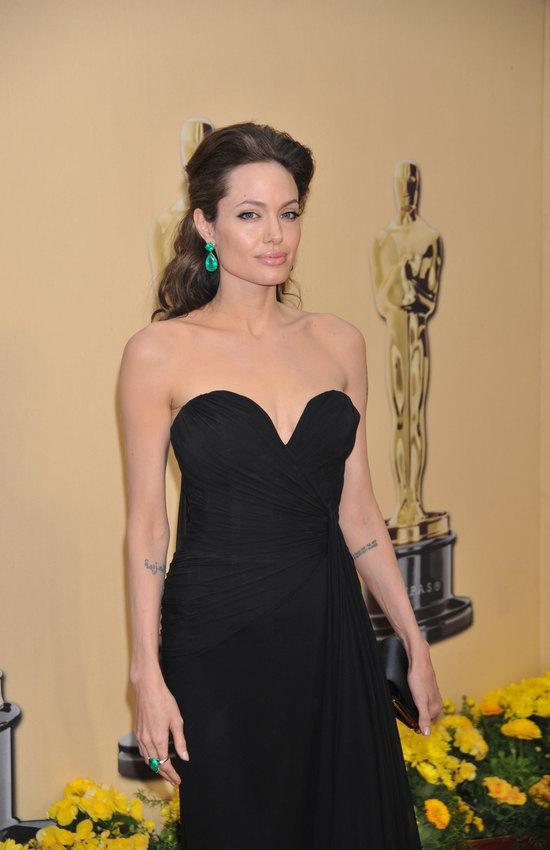 Анджелина Джоли визумрудном комплекте на