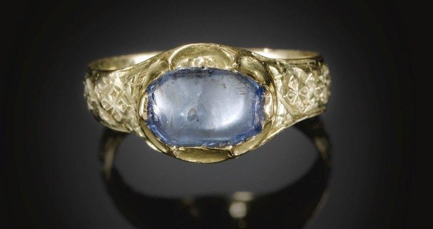 Золотое кольцо ссапфиром конца XIV