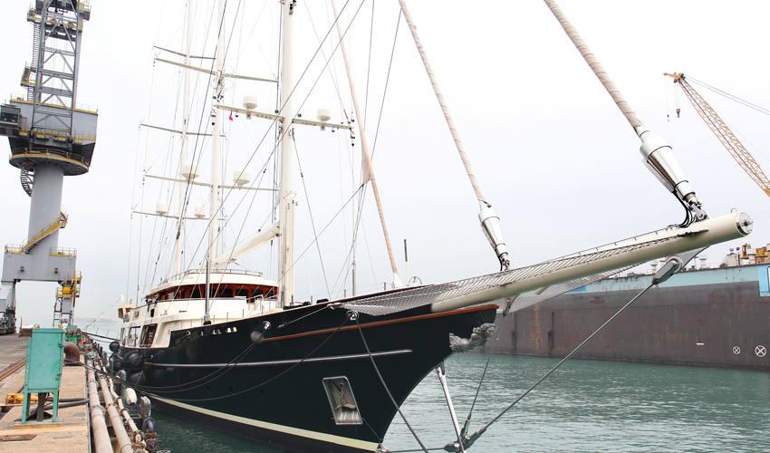 Яхта Eos