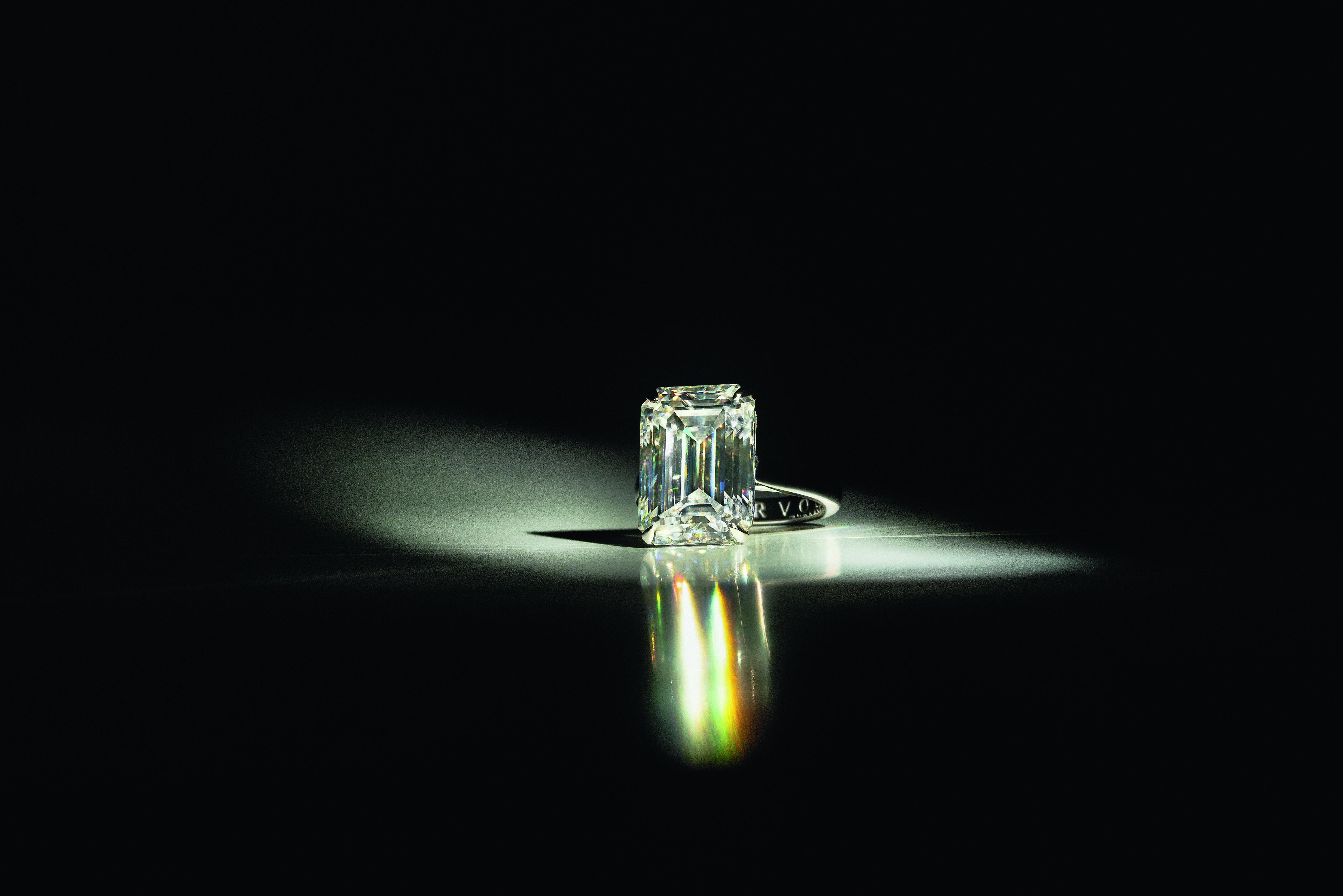 Кольцо Darvol с10-каратным бриллиантом огранки «эмеральд»