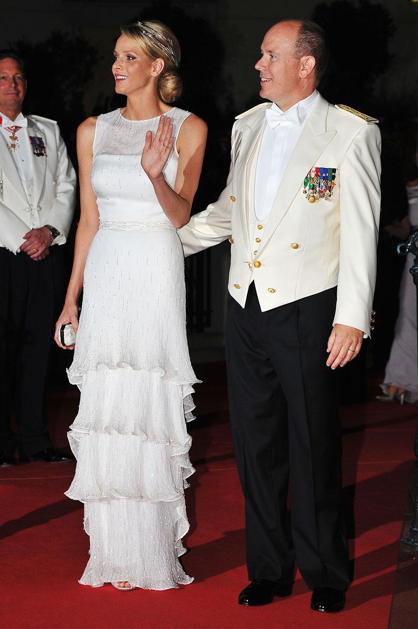 Князь Монако Альбер II икнягиня Шарлен навечернем приёме вМонако вдень своей свадьбы в2011 году