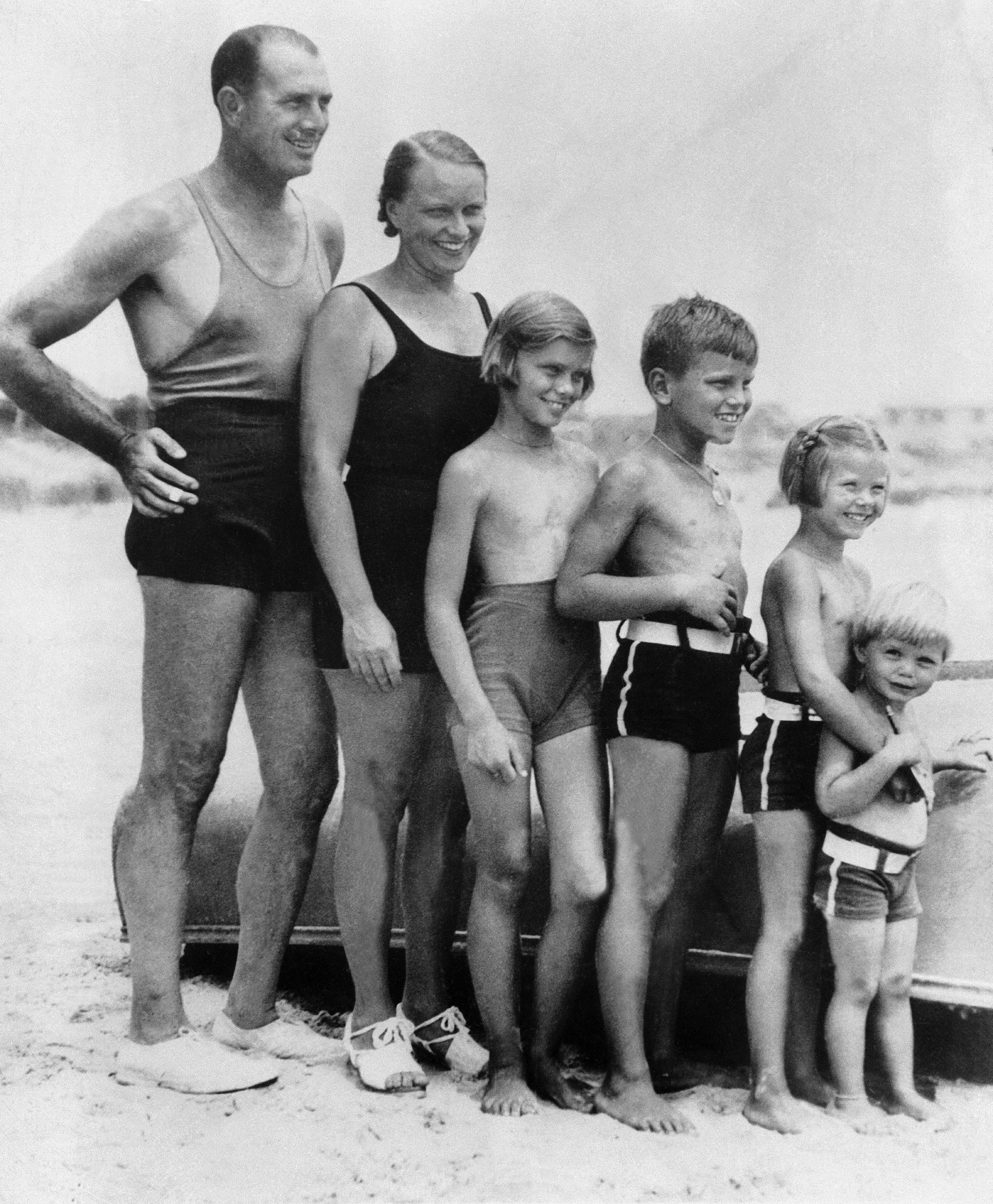 Грейс Келли ввозрасте пяти лет со своей семьей
