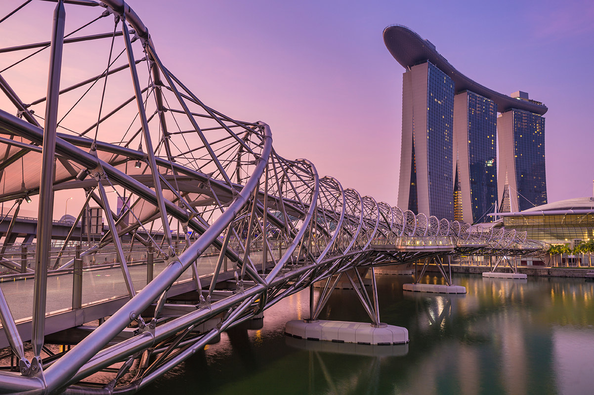 Отличительная особенность дизайна моста — структура с двойной спиралью,  смоделированная по структуре ДНК. По задумке архитекторов, это должно ... f67c95b940e