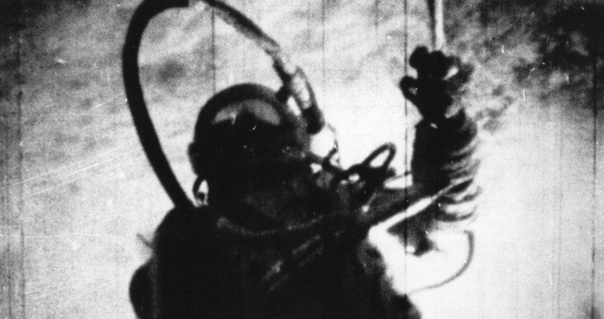 Выход воткрытый космос первого человека космонавт Алексей Леонов стал первым человеком, вышедшим воткрытый космос