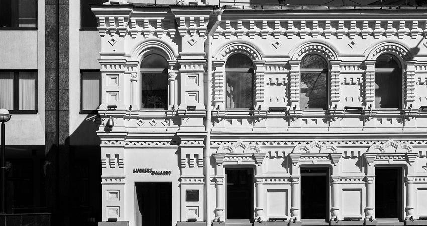Фасад Галереи Lumier наПолянке