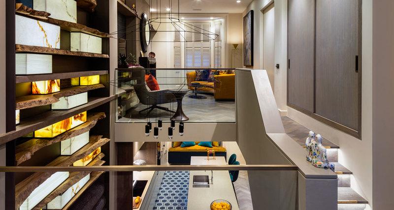 Как оформить двухуровневую квартиру: золото, агат идубовый пень