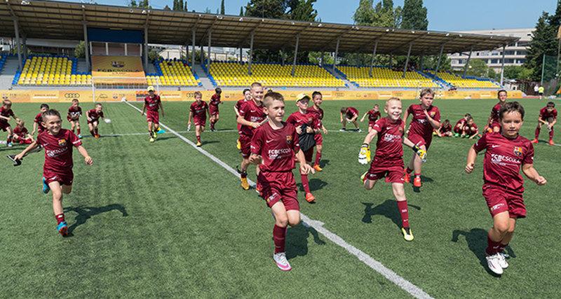 В сентябре 2016 вРоссии открывается первая официальная школа ФК Барселона