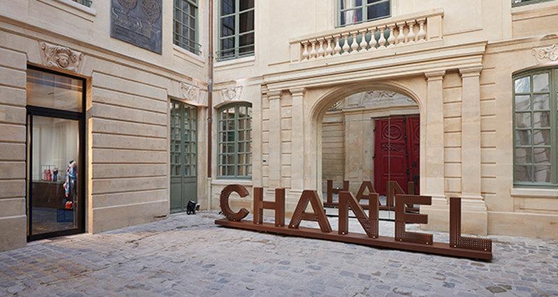 Эфемерный бутик Chanel вквартале Маре вПариже