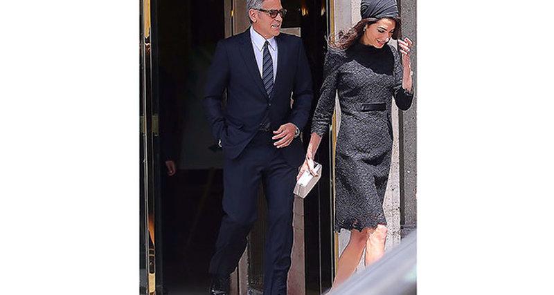 Амаль Клуни вAtelier Versace вВатикане