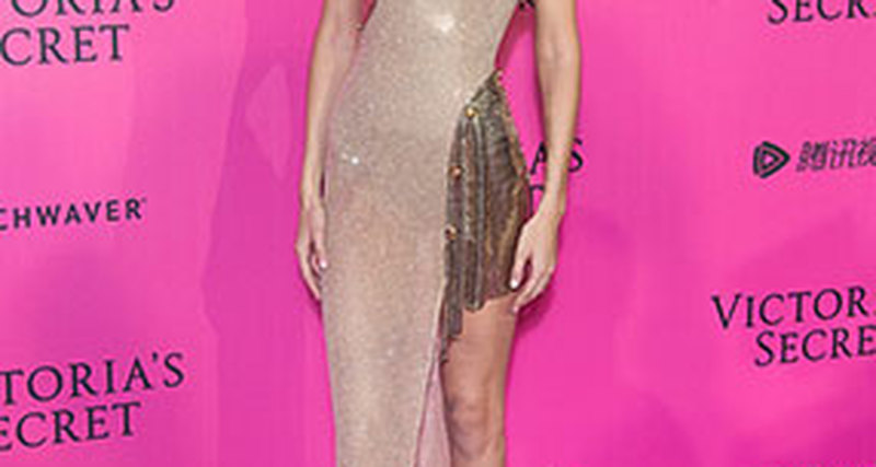 Джиджи Хадид вAtelier Versace навечеринке Victoria's Secret