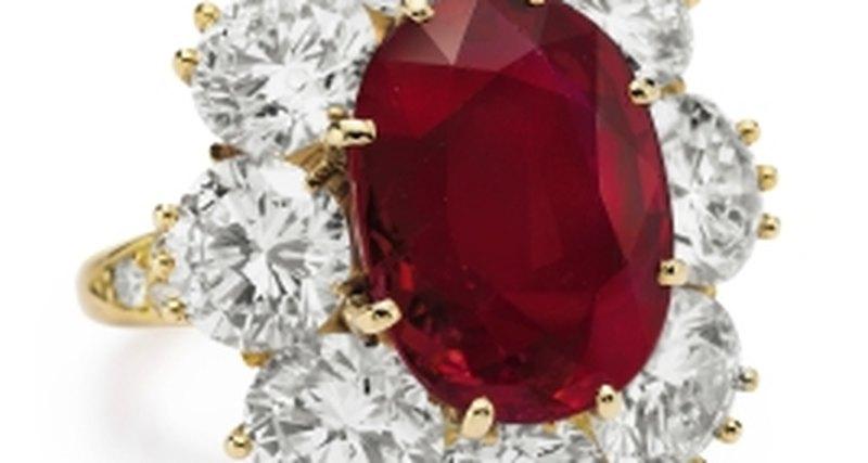 Коллекция Элизабет Тейлор: Аукцион, накотором были выставлены легендарные драгоценности актрисы, поставил рекорды всборах отпродаж ювелирных лотов
