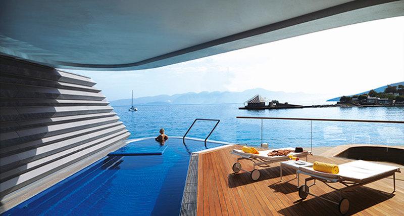 Критский Elounda Beach Hotel & Villas представляет поистине королевские виллы Royal Yachting