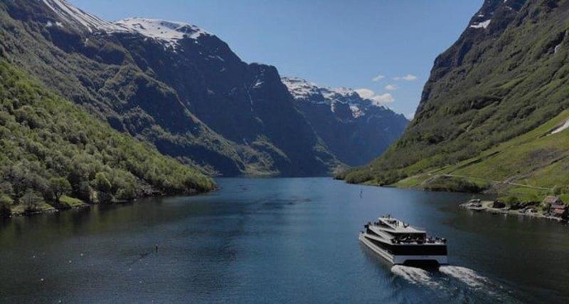 Будущее фьорда: первый вмире электрокатамаран