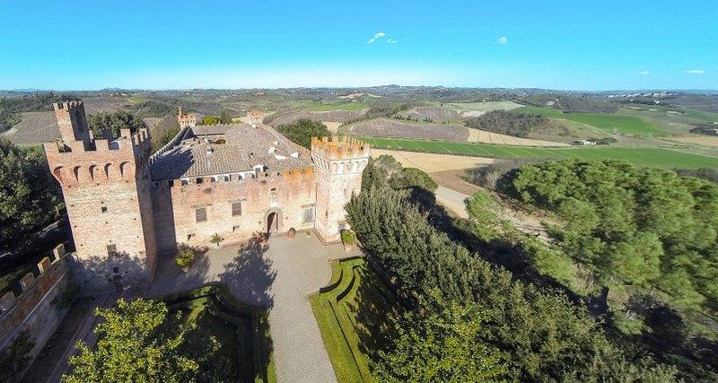 Покупка недели: замок Папы Римского