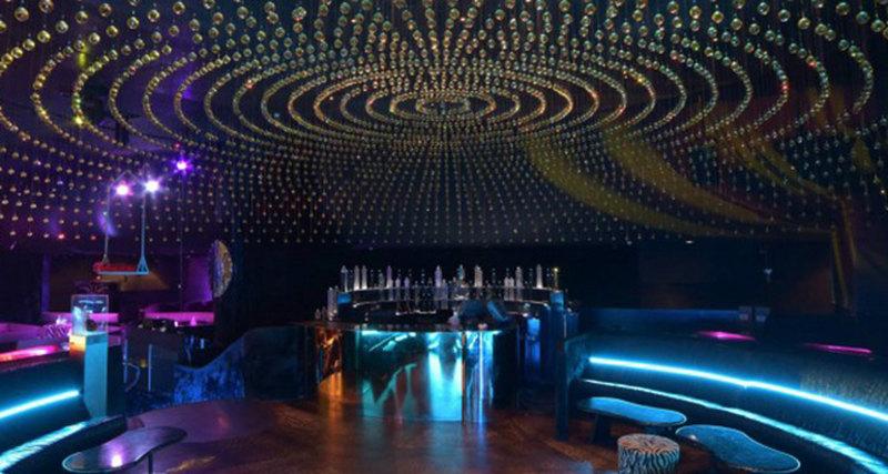 Ночной клуб Roberto Cavalli, украшенный кристаллами Swarovski