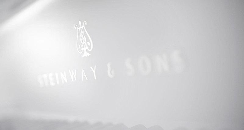 Steinway & Sons всотрудничестве сLalique презентует новую модель фортепиано