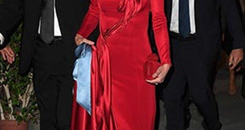 Королева Иордании вAtelier Versace наблаготворительном аукционе во Флоренции