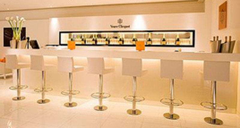 На шопинг как напраздник: Veuve Clicquot открывает бар вHarrod's