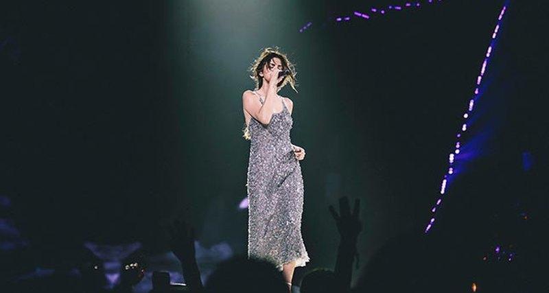 Селена Гомес выбрала Giorgio Armani длясвоего выступления намировом турне Revival