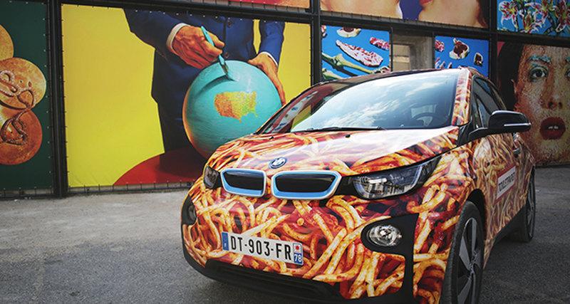 Маурицио Кателлан создал ироничную версию BMW i3