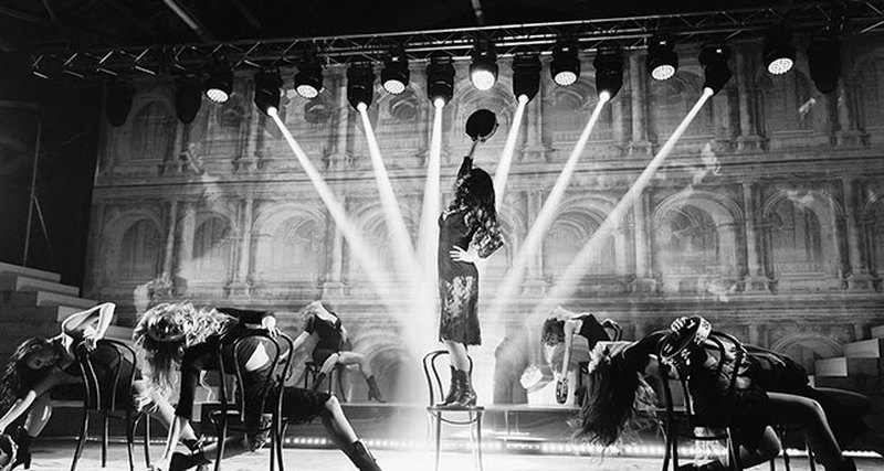 Легендарный бренд Martini устроил театральное путешествие вмир итальянской великой красоты